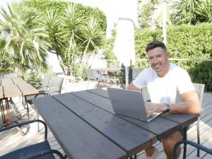 Online Marketing Consultant